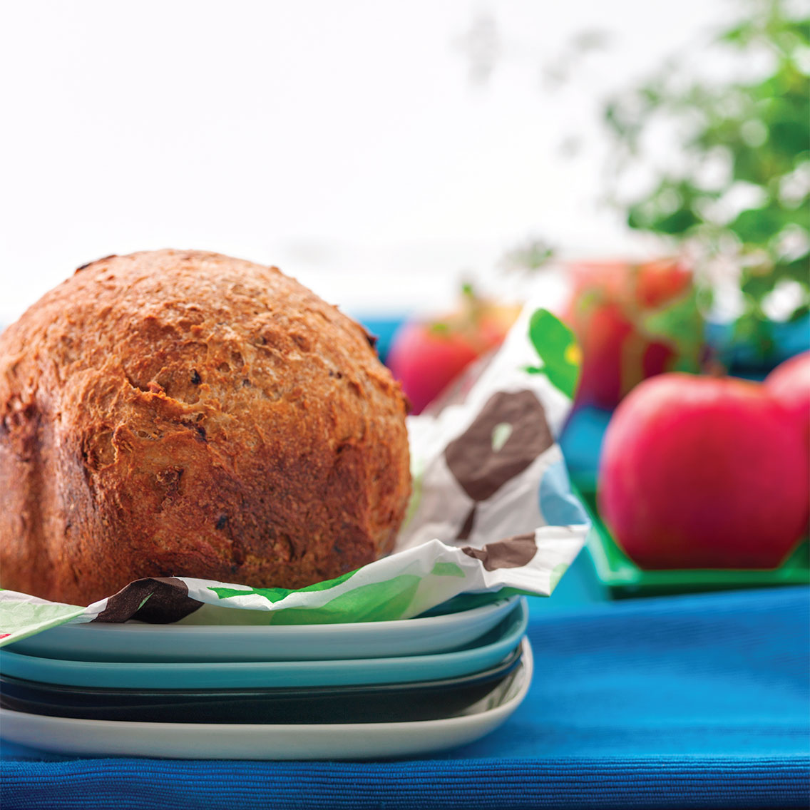 Chleb z jabłkiem i orzechami