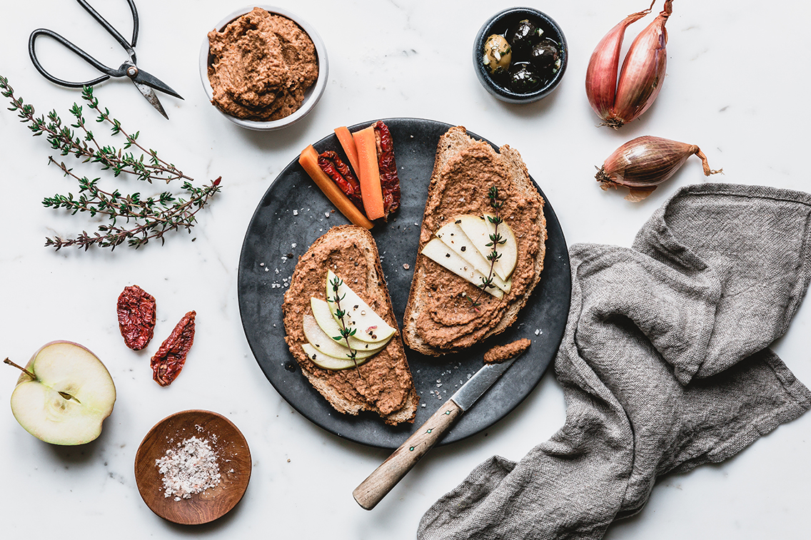Mountain lentil spread with dried tomatoes and shallots