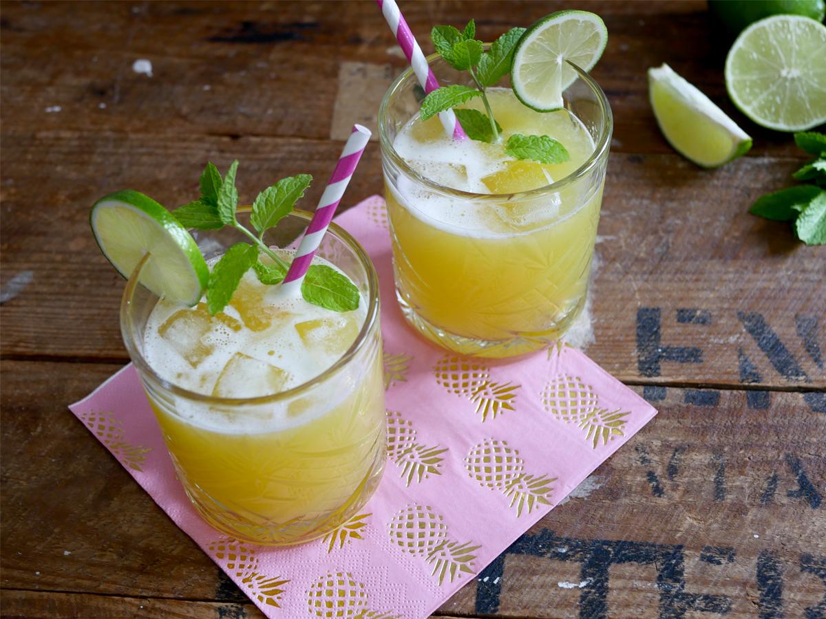 Verfrissende alcoholvrije ananas cocktail