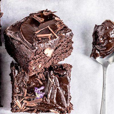 Brownies vegan senza glutine con cioccolato fondente