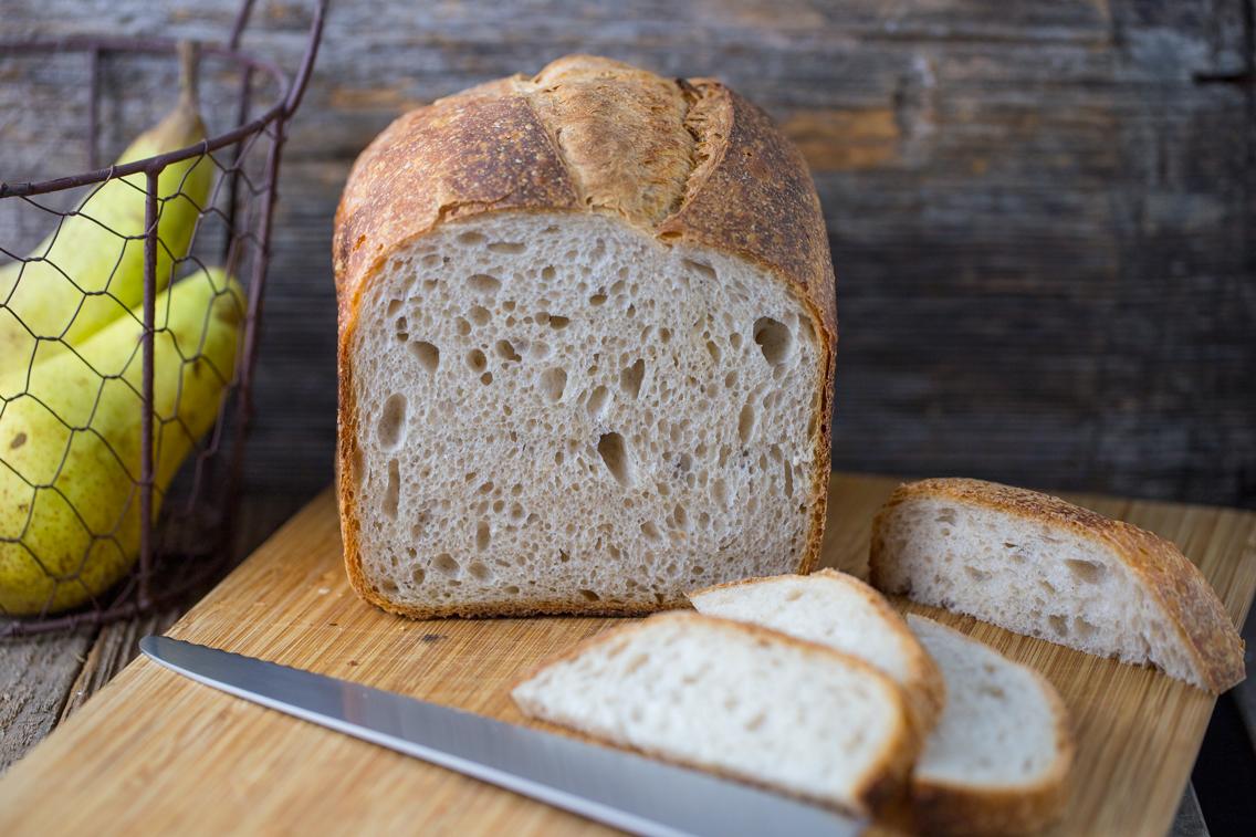 Pane rustico in cassetta con lievito madre