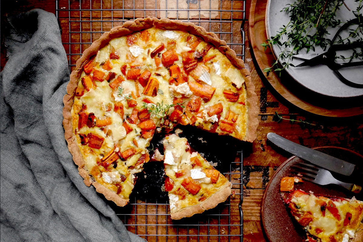 Gluten-free Quiche with carrots, beetroot and brie