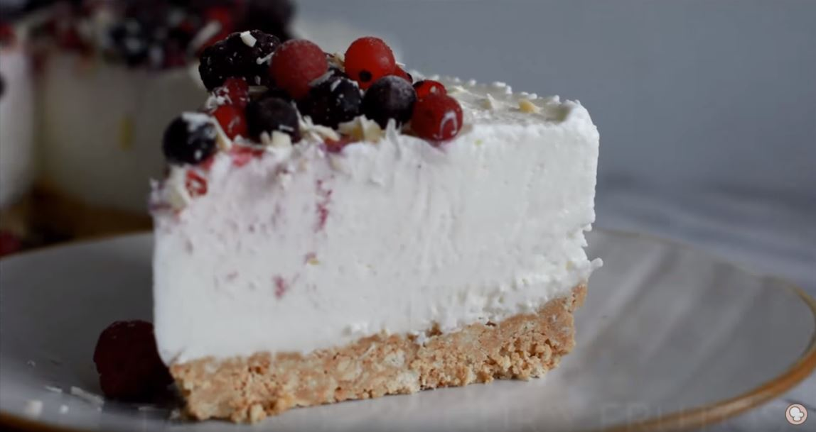 Tarta fría de yogurt y frutos rojos