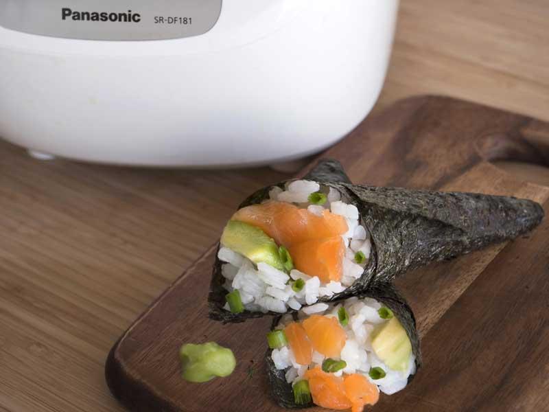 Temaki de salmón, aguacate y champiñones