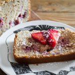 Bizcocho fácil de yogur y fresas