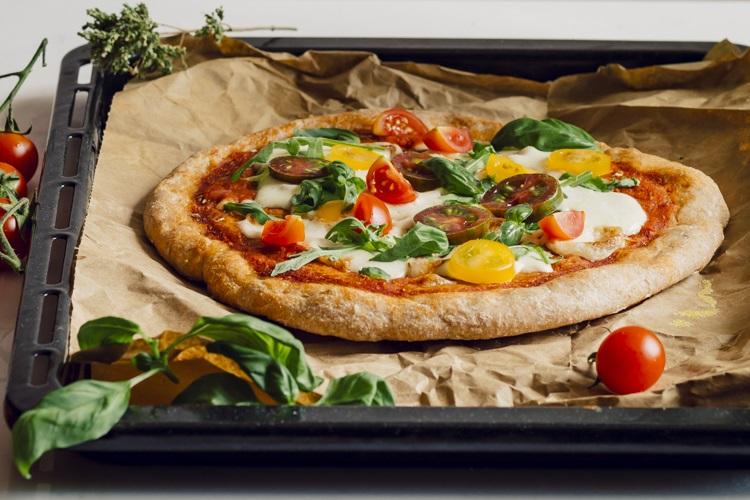 Langzaam rijzende speltpizza