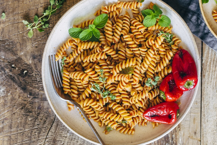 Pasta With Roasted Pepper Sauce