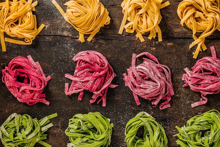 Pasta fresca colorata