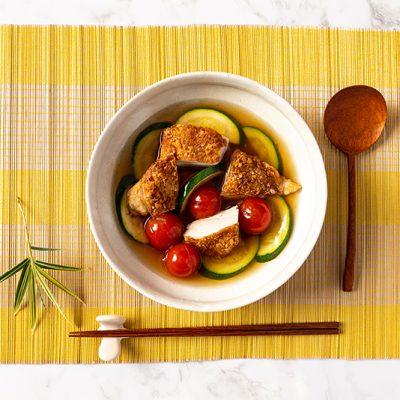 Knapperige kip met groenten en Dashi-saus recept