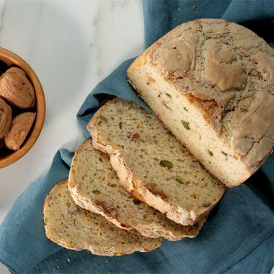 Pane gluten-free con frutta secca e semi
