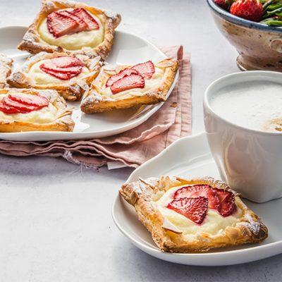 Tartelettes feuilletées à la ricotta et aux fraises
