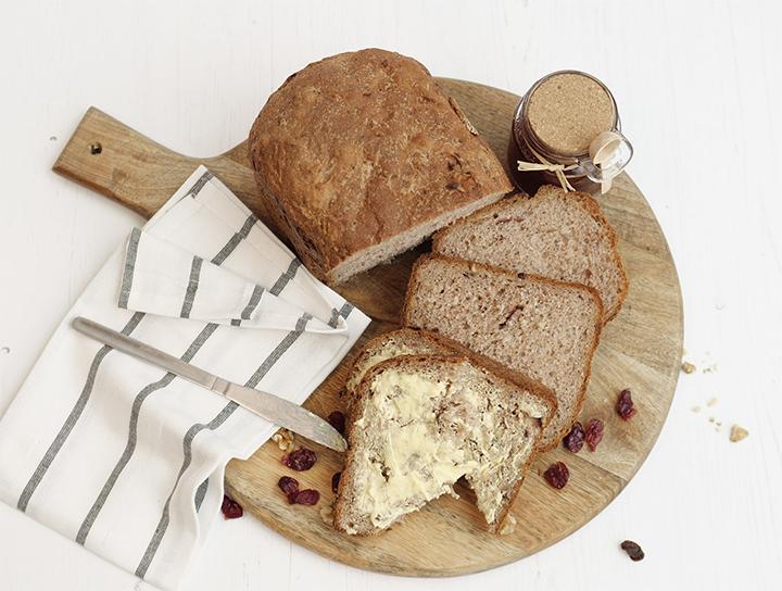 Pane al lievito madre con frutta essiccata