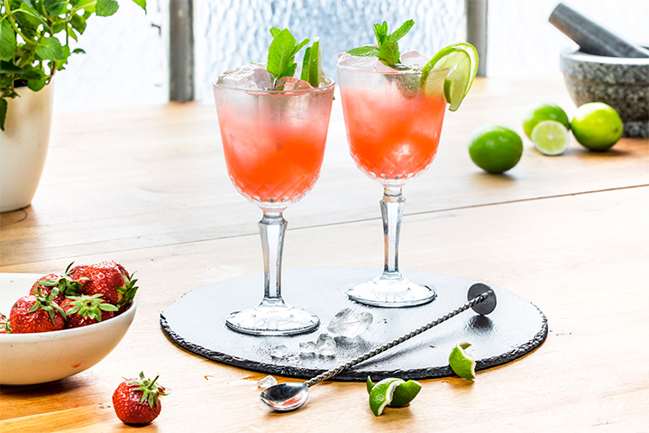 Strawberry Gin-fizz with Lime