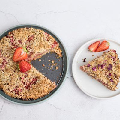 Knapperige taart met aardbei en rabarber recept