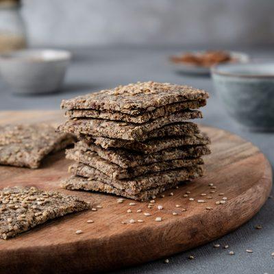 Cracker di semi e okara di mandorle