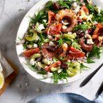 Polipo con insalata greca