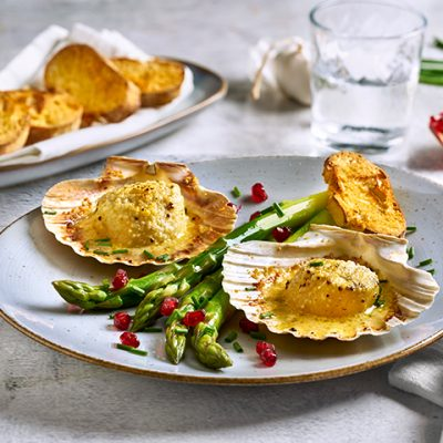 Scallops au Gratin with Green Asparagus Recipe