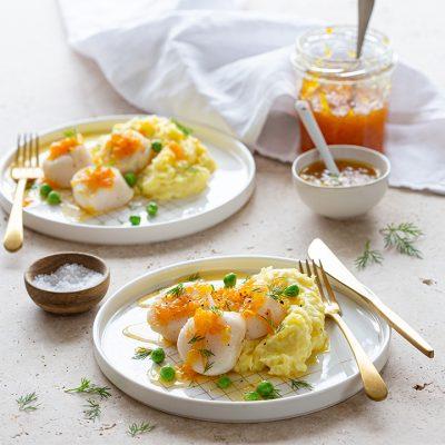 Recept voor gestoomde geglazuurde Sint-Jacobsschelpen met sinaasappel, yuzu en aardappelpuree