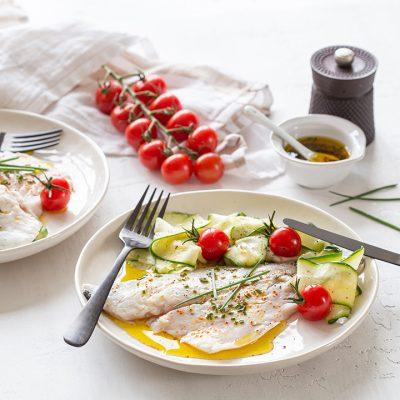 Recept voor gestoomde zeebaarsfilet en tagliatelle van courgette met saus op basis van olijfolie