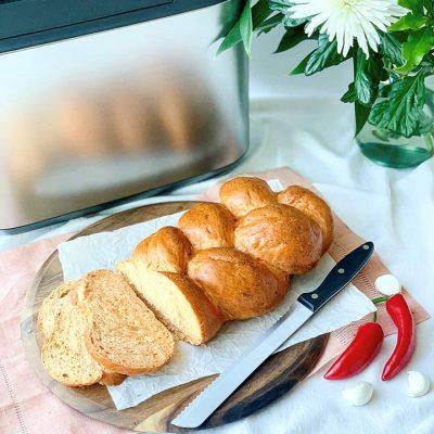Treccia di pane speziata