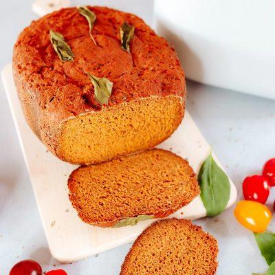 Recette de pain sans gluten à la tomate, basilic et tabasco